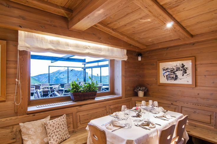 Tavoli con vista sulle Dolomiti. http://www.da-aurelio.it