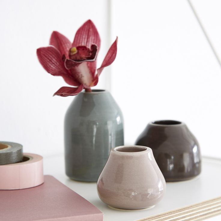 The Botanica Miniature Vases have an elegant and sculptural expression characterizing all of the Botanica line