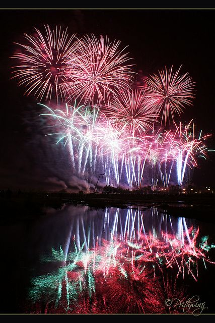 How to Photograph Fireworks Displays  by Darren Rowse, digital-photography-school. Photo by LACROIX-RUGGIERI (FRANCE) by Prithwi Raj G