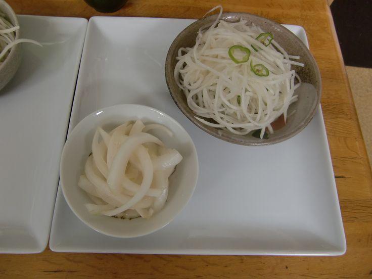 2014年5月のたまねぎ食堂(テーマはインド料理です)で提供した前菜「前菜2種盛り(大根のサラダ&オニオンチャツネ)」です!!