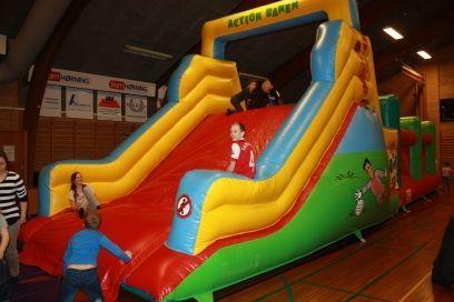 Action Banen - Oppustelig forhindringsbane, der garantere en sjov oplevelse både for børn og voksne.