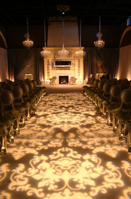This lighted design aisle runner makes for a really elegant mandap and sets up a grand entrance for your Indian wedding even before you get there!