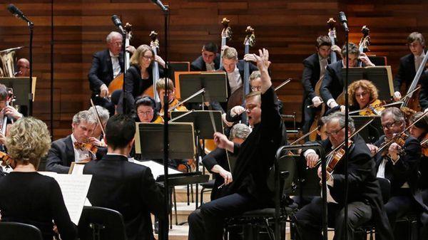 Gershwin et Debussy par Mikko Franck et le Philhar en direct de l'Auditorium de RF Concert diffusé en direct de l'Auditorium de la Maison de la radio, à Paris.Présentation : Dominique Boutel♥Programme du concert ♫ ♪♫ ♫Ge... https://www.francemusique.fr/emissions/le-concert-du-soir/gershwin-et-debussy-par-mikko-franck-et-le-philhar-33955