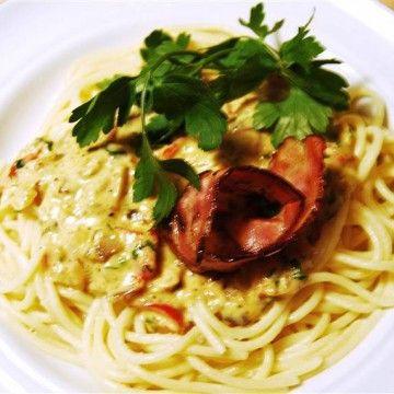 Pasta Carbonara med knaprig bacon - Recept - Tasteline.com