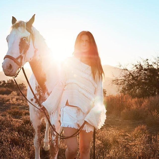 It's official  !!! I'm teaming up with awesome @oddmolly to save the last wild horses in America  Please check my link in my bio and support! #wildonetour