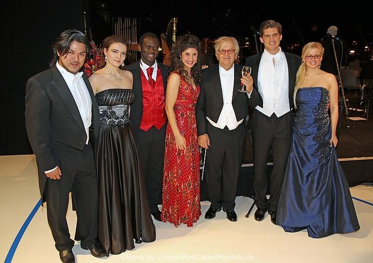 Weihnachtsgala in der Mercedes-Welt on Redcarpetreports  http://www.redcarpetreports.de/2012/allgemein/weihnachtsgala-in-der-mercedes-welt-am-salzufer/#sg6