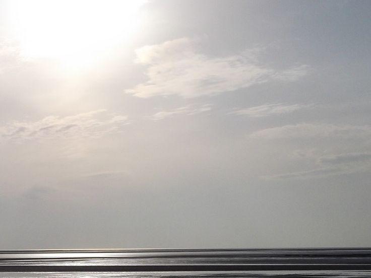 Dans ce poème, le vertige qu'induit la contemplation de l'immensité ramène au grain de sable du minuscule - Grand voilier blanc qui ballote au vent (...)