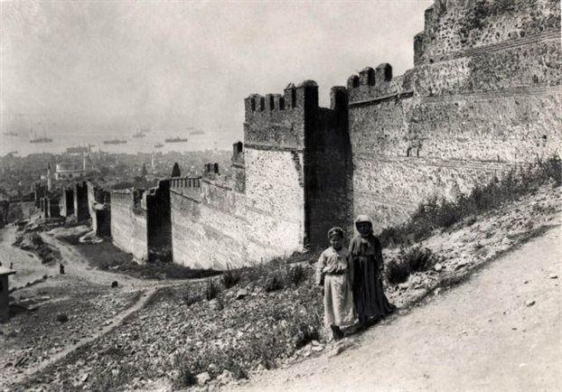 Αρχαιολογικό Μουσείο Θεσσαλονίκης: Η Αρχαιολογία στα μετόπισθεν:Τα τείχη της Θεσσαλονίκης το 1916 (Αρχείο Χάρη Γιακουμή)