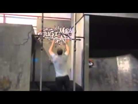 The Dude From CW's 'Arrow' Has The Most Insane Work Out Ever