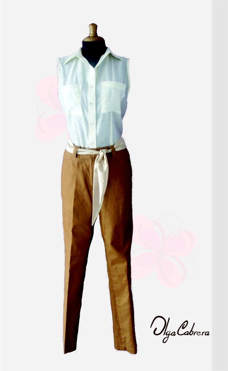 Articulo: Blusa de manga sisa cuello sport elaborada en algodón.      Articulo: Pantalón de bolsillos funcionales delanteros y traseros elaborado en drill.