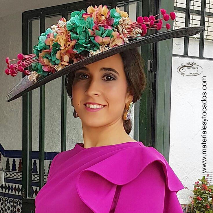 Nieves es la imagen perfecta del #handmade y #DIY al confeccionar a mano y de forma artesanal, esta preciosa #pamela adornada con #florespreservadas. Para ello, han adquirido todos los materiales y #flores necesarios en www.materialesytocados.com. #guapa #Gracias #hazlotumismo #DoItYourself #encargos #floresparatocados #fucsia #preservadas #boda #wedding #Sevilla #siquepuedes #invitadaperfecta