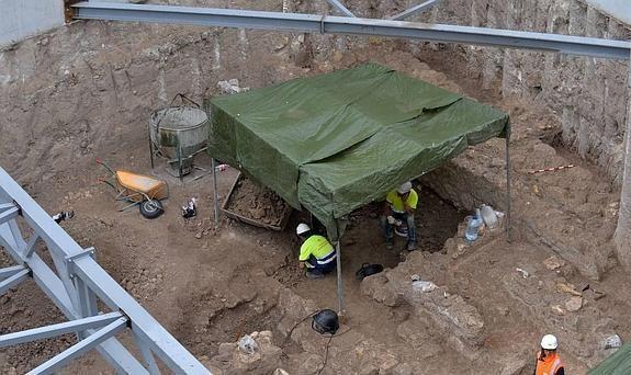 Zona del solar en la que se aprecian los hallazgos de los restos romanos aparecidos.