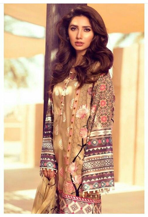 Pakistani actor Mahira Khan in a Feeha Jamshed lawn outfit.