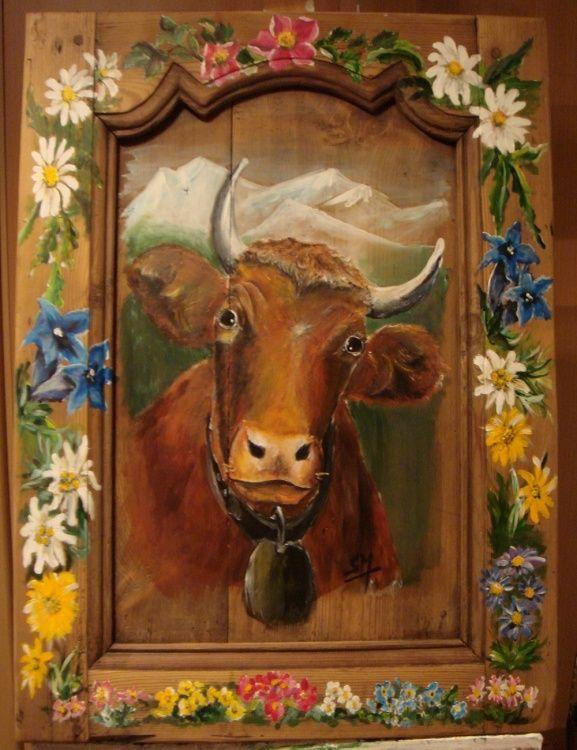 Portrait de vache et fleurs de montagne sur vieille porte (Peinture animalière)
