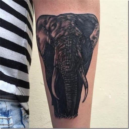 Elefante realista y notable en el brazo