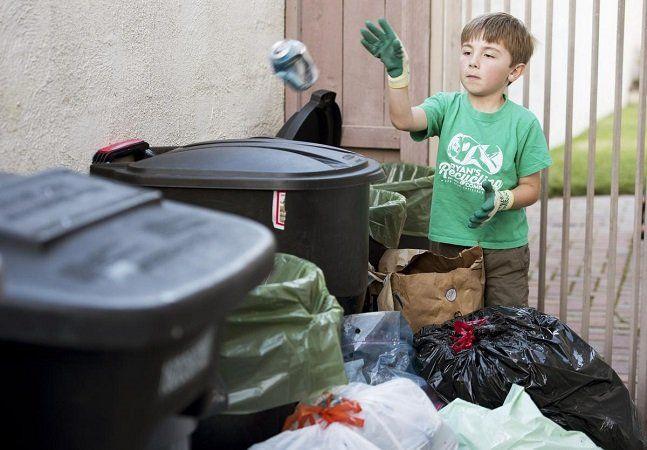 Para muitas pessoas, o espírito empreendedor se manifesta desde cedo. Foi o que aconteceu com o pequenoRyan Hickman, da Califórnia. Aos 7 anos, ele criou uma empresa de reciclagem bem sucedida e juntou US$ 10 mil para investir em seus estudos quando chegasse à faculdade. Ryan sempre se interessou por materiais recicláveis. Tudo começou quando ele tinha apenas 3 anos e acompanhou seu pai em um centro de reciclagem. Ao voltar para casa, Ryan estava decidido a coletar, separar e levar para…