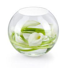 A flor ideal para termos esse resultado é o Copo de Leite, já que os talos destas flores podem ser dobrados facilmente. Encha o vaso com água até que elas estejam submersas. Certifique-se de que as flores estão sendo bem colocadas e viradas para o lado de fora do vaso.