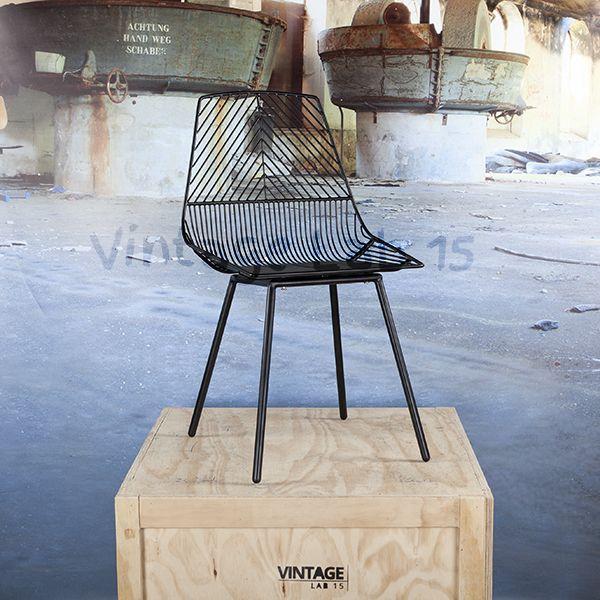 Een prachtige verchroomde stalen draadstoel van een strak en degelijk design.Tijdloos en een echte eyecatcher aan uw tafel!