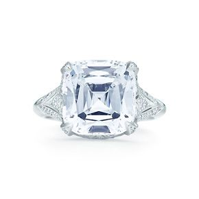 Anello con diamanti Tiffany Legacy®, platino e diamanti tondi taglio brillante.
