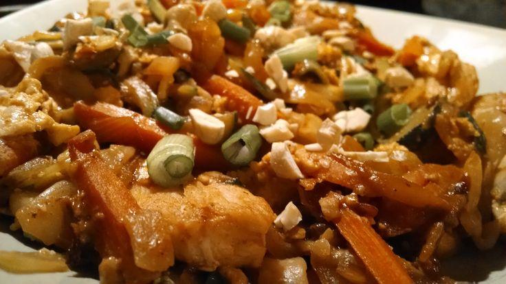 Easy Chicken Pad Thai (1 1/2 red, 1 1/2 green, 6 teaspoons) | HealthyFeelsHappy.com