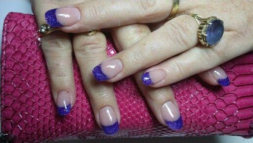 Paarse glitter manicure