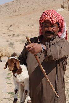 Este es un beduino, viven en el Sahara desde hace muchs años
