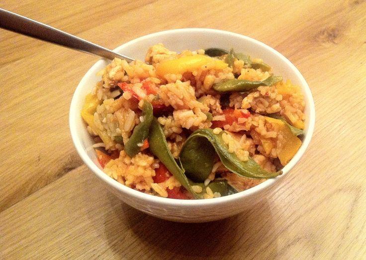 Deze Zuid-Amerikaanse kip met rijst is een heerlijk én gezond eenpansgerecht! Ideaal voor een doordeweekse dag, want het staat binnen 30 minuten op tafel.