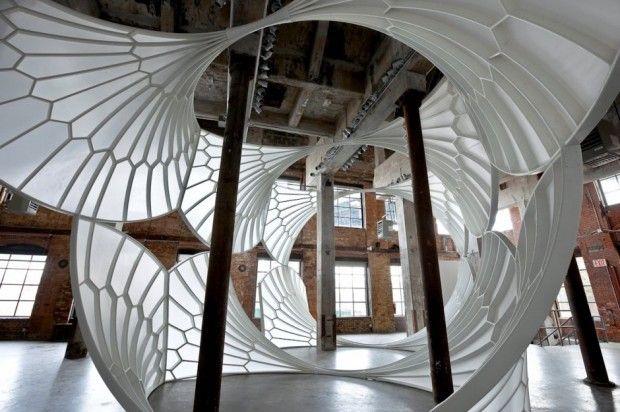 Installation A History of Aviation par David Henderson L'artiste David Henderson a créé une installation sculpturale inspirée de l'incroyable voûte en éventail de l'abbaye de Bath, datant du 15ème siècle.