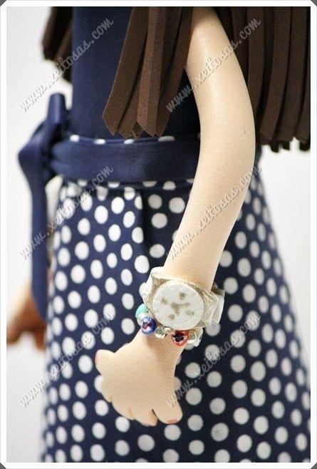 Fofucha Carolina, ganadora del sorteo de Xeitosas. Está personalizada con su vestido, su bolso, sandalias y peinado con trenza. Todos los detalles son en goma eva y pintados a mano. Todas mis muñecas están registradas y está prohibida su copia. www.xeitosas.com