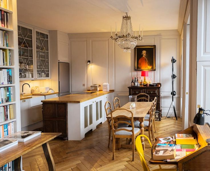Entire home/apt in Edinburgh , GB. Romantic apartment in the heart of the Old Town of Edinburgh, very much the perfect base from which to explore the city