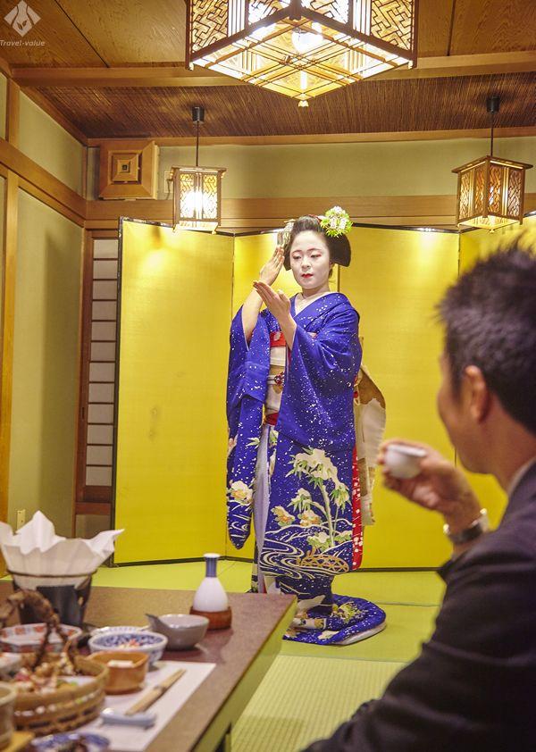 京都・祇園の「美濃幸」。京懐石を気軽に味わえランチでも舞妓さんを呼ぶことができます。 #京都 #kyoro #美濃幸 #舞妓
