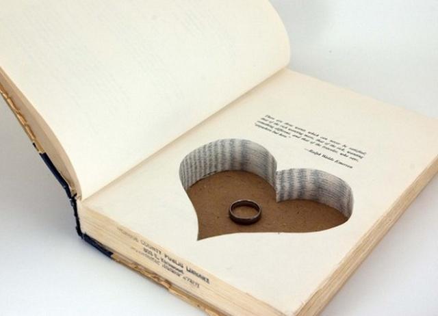 OOOOMMMMGGGG!!!!!! I want this!!!!! <3 Un livre porte alliance by Les moineaux de la mariée