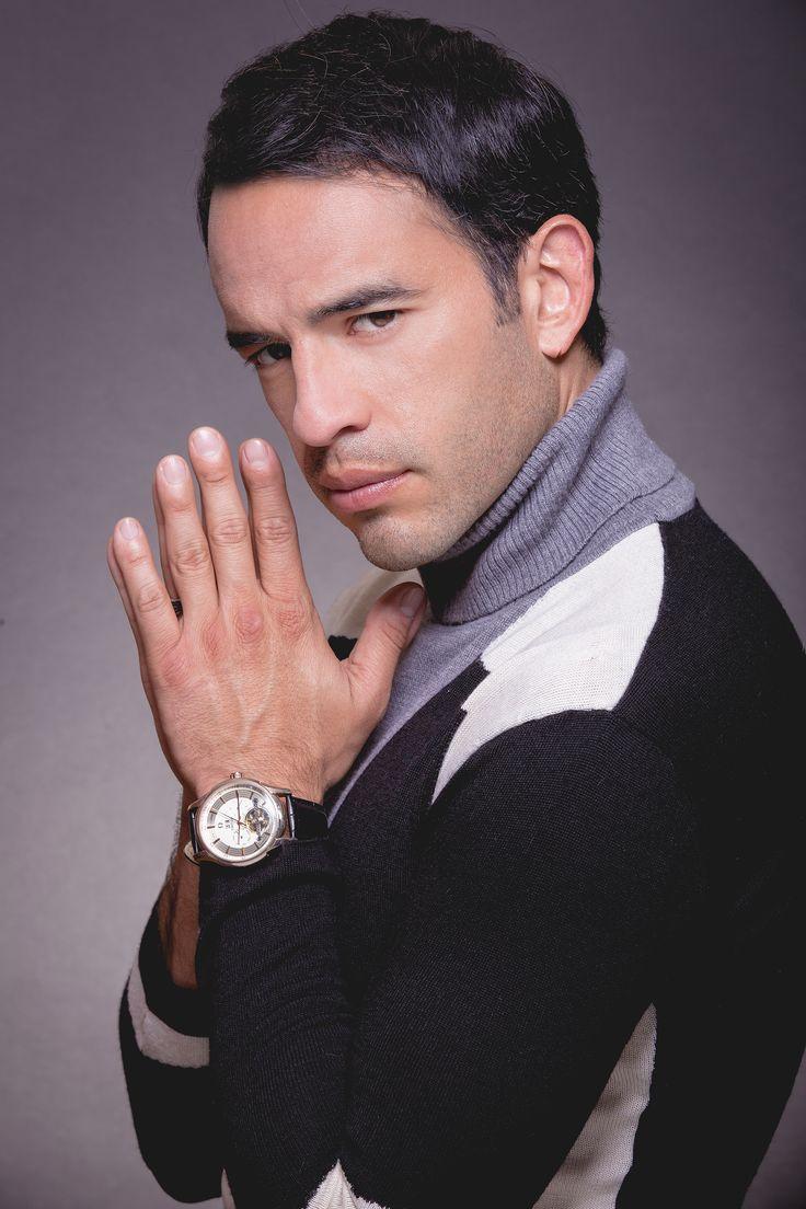 Guillermo Iván será el galán de Marjorie de Sousa en la nueva producción estelar de Telemundo <em>Al otro lado del muro</em>