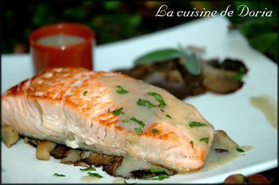 La meilleure recette de Pavés de saumon aux Pleurotes! L'essayer, c'est l'adopter! 3.1/5 (7 votes), 0 Commentaires. Ingrédients: 4 pavés de saumon 800g de pleurotes 1 citron 1 verre de vin blanc 15g de beurre 2 cs d'huile d'olive 1 cs de maïzena 1 jaune d'oeuf 3 brins de persil ciselé 1 bouquet de 3 feuilles de sauge Sel de Guérande Poivre aux 5 baies