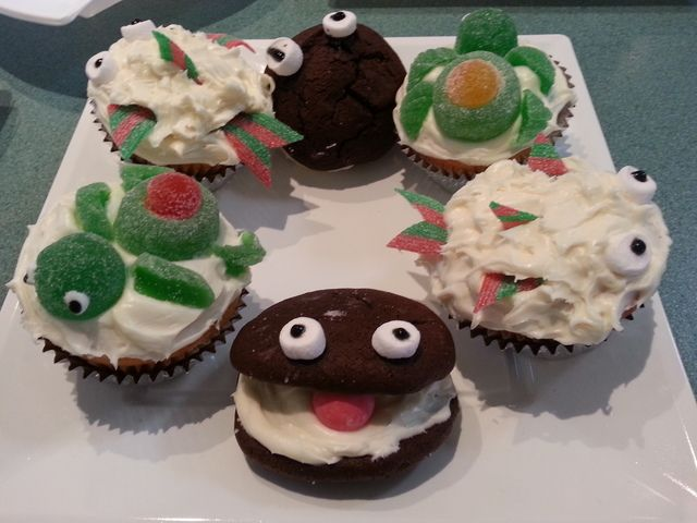 Cupcakes and cookies at an Under the Sea Party #underthesea #party