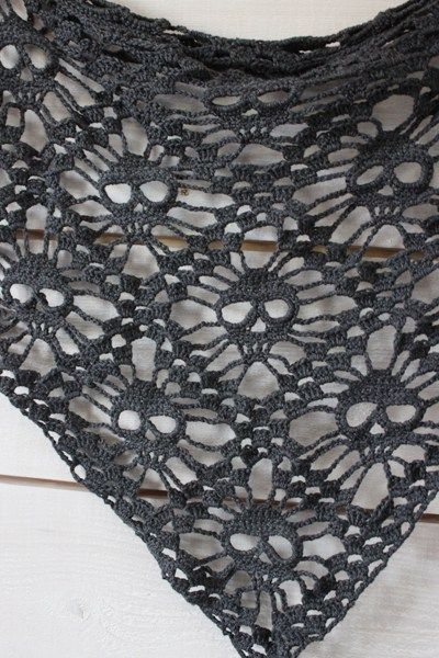 Skull Shawl free crochet pattern - 10 Free Crochet Skull Patterns - The Lavender Chair
