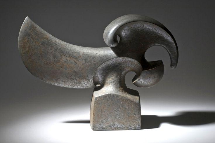 "István HOLLÓ: ""Forza"" 2011. Chamotte clay, glaze. Size: 57x16x36cm"