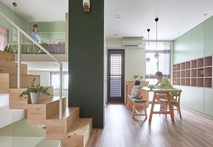Una mini appartamento dall'atmosfera zen, con arredi custom made, vani per lo storage e nicchie. Per la massima organizzazione