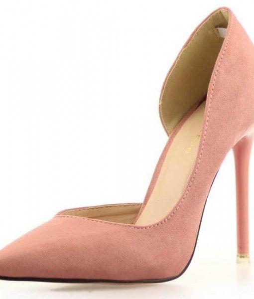"""pantofi stiletto piersicaPantofi stiletto""""Tree"""", design rafinat, din catifea de culoarea piersicii, cu decupaj amplu si asimetric, conform ultimelor tendinte,  Dispun de un toc inalt de 10,5 cm, iar talpa exterioara este rosie."""