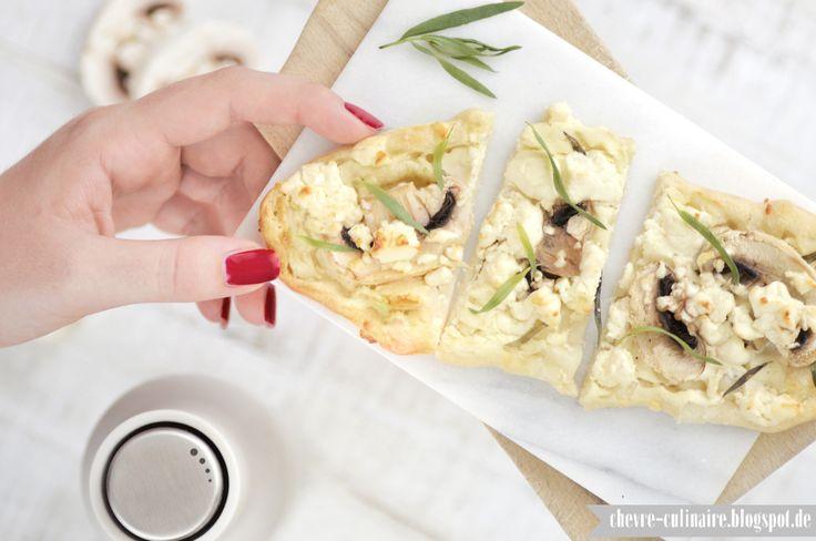 Chèvre culinaire: [Rezept] Flammkuchen mit Champignons, Schafskäse und Estragon - zum White Dinner bei Tinastausendschön