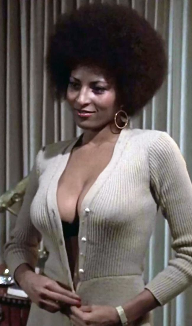 Pam Grier as Foxy Brown (wants Halle Barry to be her on-screen persona) #afro T: PamGrier