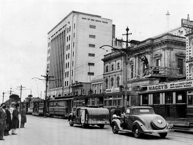 Trams in King William St in 1951.