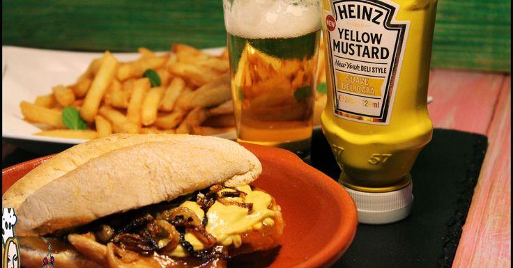 Abra o pão, rechei-o com uma bifana bem molhada no molho e ponha a Mostarda Heinz New York Deli Style por cima da carne