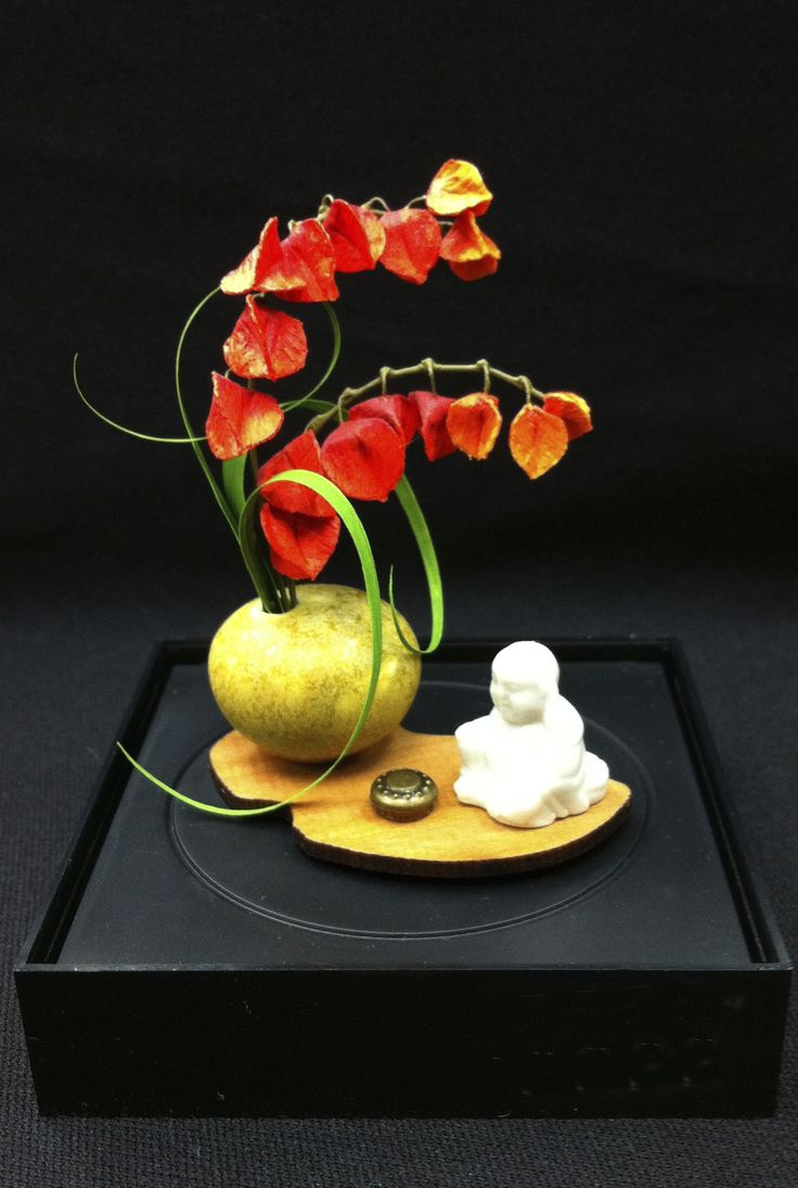 Arrangement by Helen David in Yellow Orb Vase by Troy Schmidt (Red Dragon Pottery), 1/12 scale Dollhouse miniature