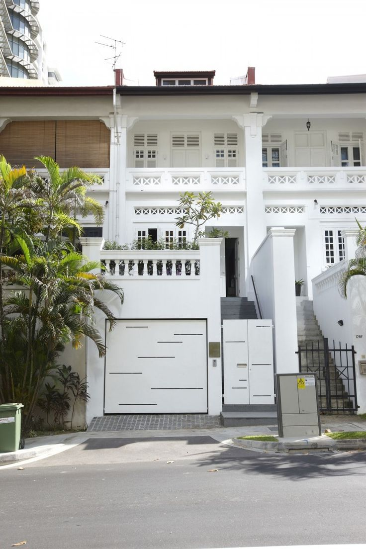 Front view luxury tropical house design 27 east sussex lane by ong -  Vintage Exterior And Modern Interior