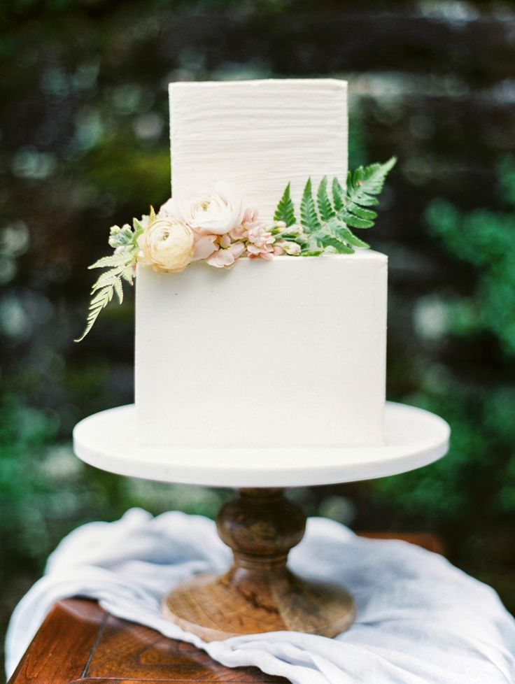 Best 25 english garden weddings ideas on pinterest for Garden wedding cake designs