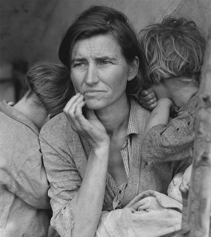 """Storia, descrizione e importanza di una celebre foto di DorotheaLange del 1936: """"Migrant Mother"""". Nella foto la donna ritratta è Florence Owens Thompson."""