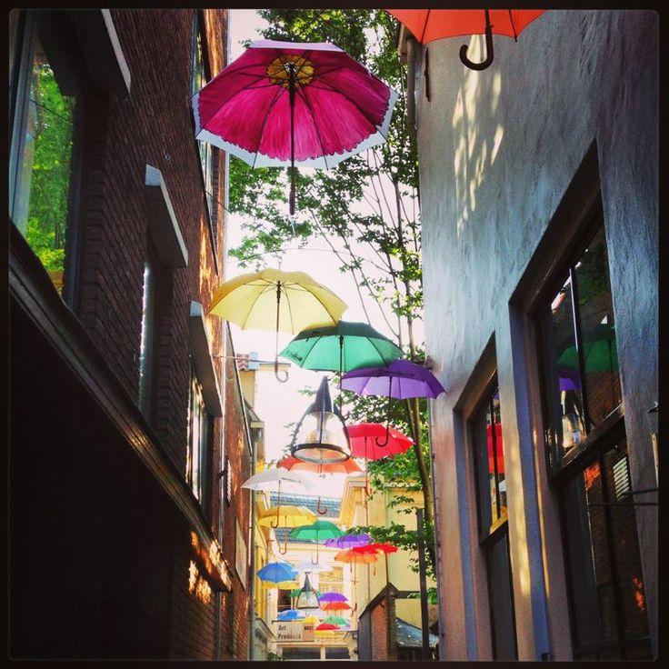Spijkerboorsteeg Deventer - project Umbrella Street - zomer 2013