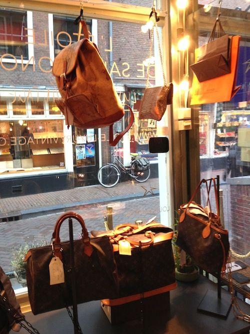 L'etoile de Saint Honoré vintage tassen o.a. Chanel, Hermes, Louis Vuiton. De winkels in Amsterdam