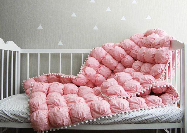 Мммммм это любовь  На сколько сногсшибательны эти одеяла, словами не объяснить  их надо увидеть, пощупать, пожмакать, утонуть в нем... На фото бомбон-одеяло в размере 120х190 см  #бомбонодеяло #лоскутноеодеяло #одеялобомбонами #детскоепостельноебелье #agushop #agushop_textiles #бомбонодеялоукраина #бомбонодеялохарьков #бомбонодеялокиев #бомбонодеялольвов #бомбонодеялко